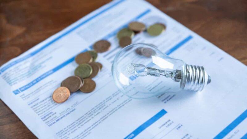 Taxa extra na conta de luz não será suficiente para bancar térmicas, dizem distribuidoras